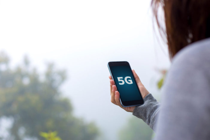 U.S. wireless carriers plan to launch 5G with hotspots, not phones